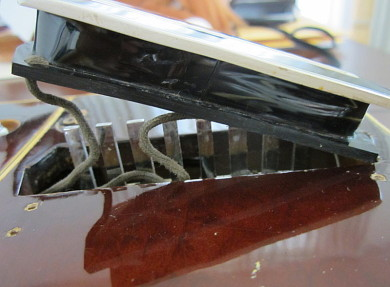 gibson pre war guitars kevin mark designs gibson 1938 console the bobbin housing the wire coil and sporting the charlie christian look lifts completely off of the pole pieces for access to the horseshoe magnet